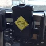 安定感あり!CDスロットに取り付けるスマートフォン車載ホルダー